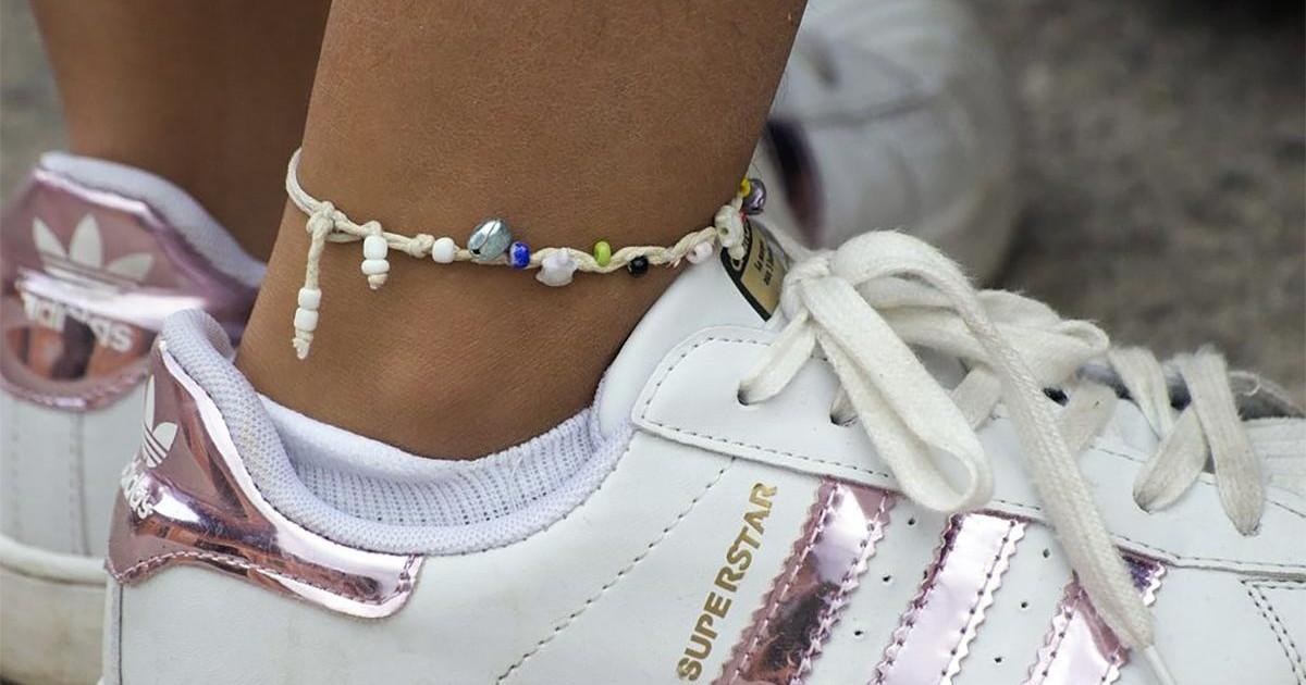 Bracelet de cheville : et si vous adoptiez cette nouvelle tendance?